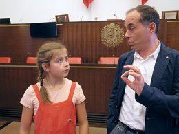 Institution 3D 2/4 – Violette fait un tabac au Parlement