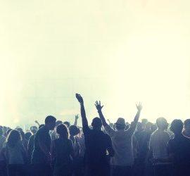 crowd-2361583_1920