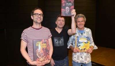 Au centre, Deloupy, lauréat avec Jane Deuxard du Prix BD Zoom 2017, entouré de Frederik Peeters et Cosey, 2ème prix ex æquo